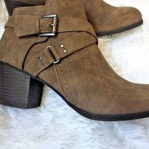 Indigo Rd. Womens sablena2 Closed Toe Ankle